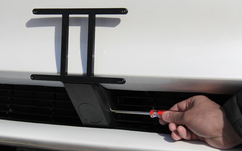 model-3-front-grill-licence-plate-quick-remove